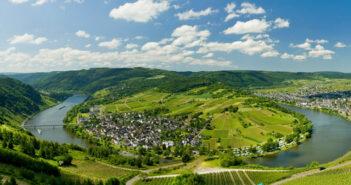 Die Mosel birgt viele Ausflugsmöglichkeiten für eine Weinreise.
