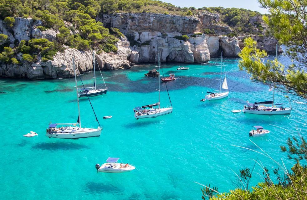 Hier in der Nähe der Cala Macarella  - oder in der Nähe der weiter südwestlich gelegenen Cala Macarelleta - könnte man vielleicht das Glückshotel Menorca finden... (#1)