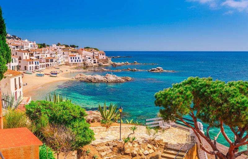 Auch die Lage der Ferienwohnung ist entscheidend. Umso näher sie am Strand oder Stadtzentrum liegt, umso teurer ist sie meist.