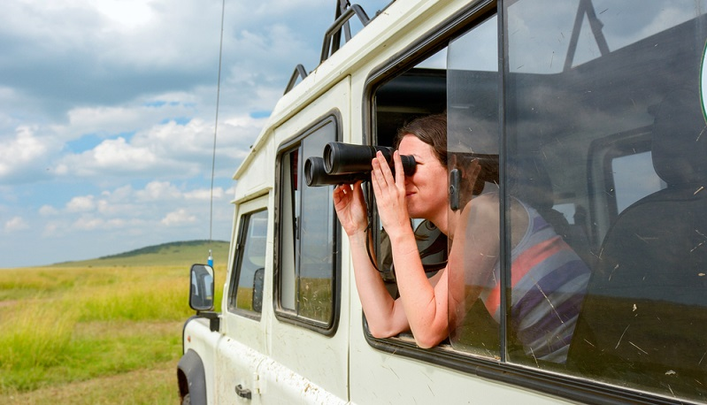 Wenn man Ausflüge in die Wildnis unternehmen möchte, ist eine entsprechende Ausrüstung und Kleidung erforderlich, die an die Gegebenheiten des Reiseziels angepasst ist. ( Foto: Shutterstock-JaySi )
